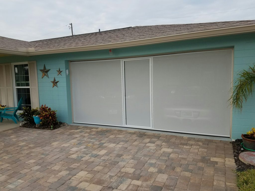 Lifestyle screen with privacy white screen.